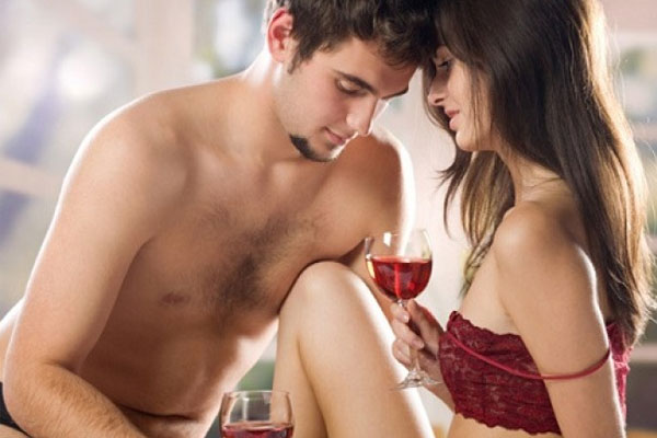 10 Reasons To Go Online For Love And Romance