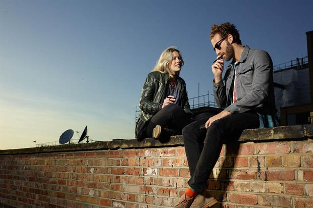 E-Smoking Etiquette: Top Dating Tips for Vapers